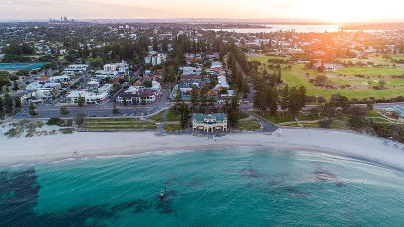 Cottesloe Beach i Perth.