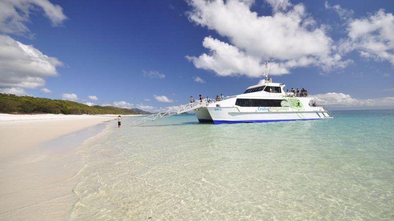 Cruise Whitsundays.