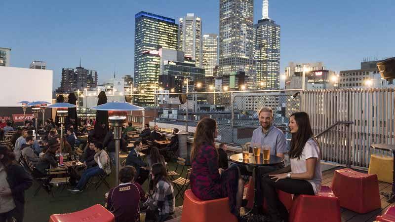 Rooftop bar i Melbourne.